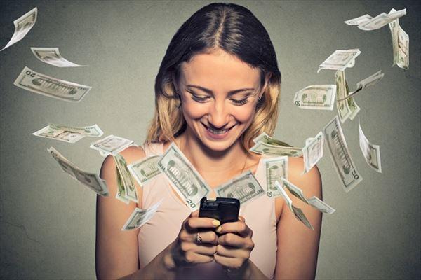 クレジットカード現金化をトクして利用できる女性のイメージ