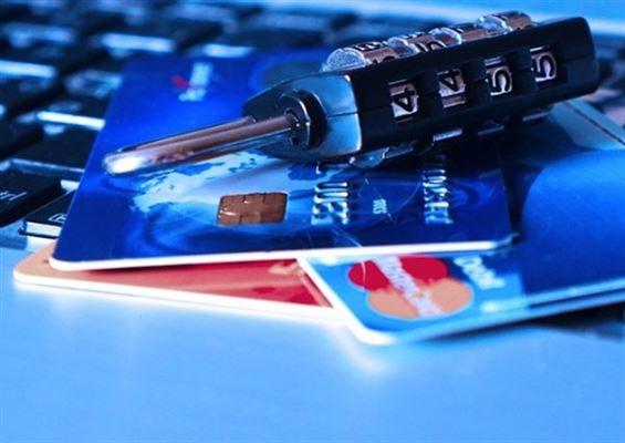 クレジットカードの利用停止の危険性大