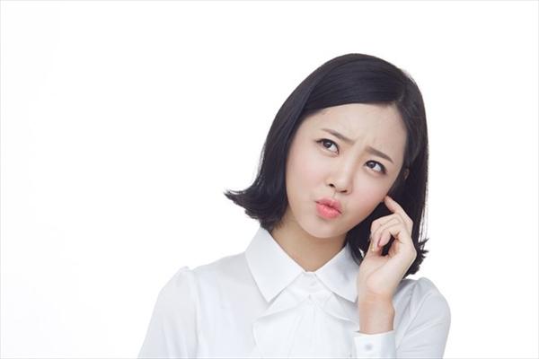 24キャッシュの成約率・リピーター率に疑問を持つ女性のイメージ